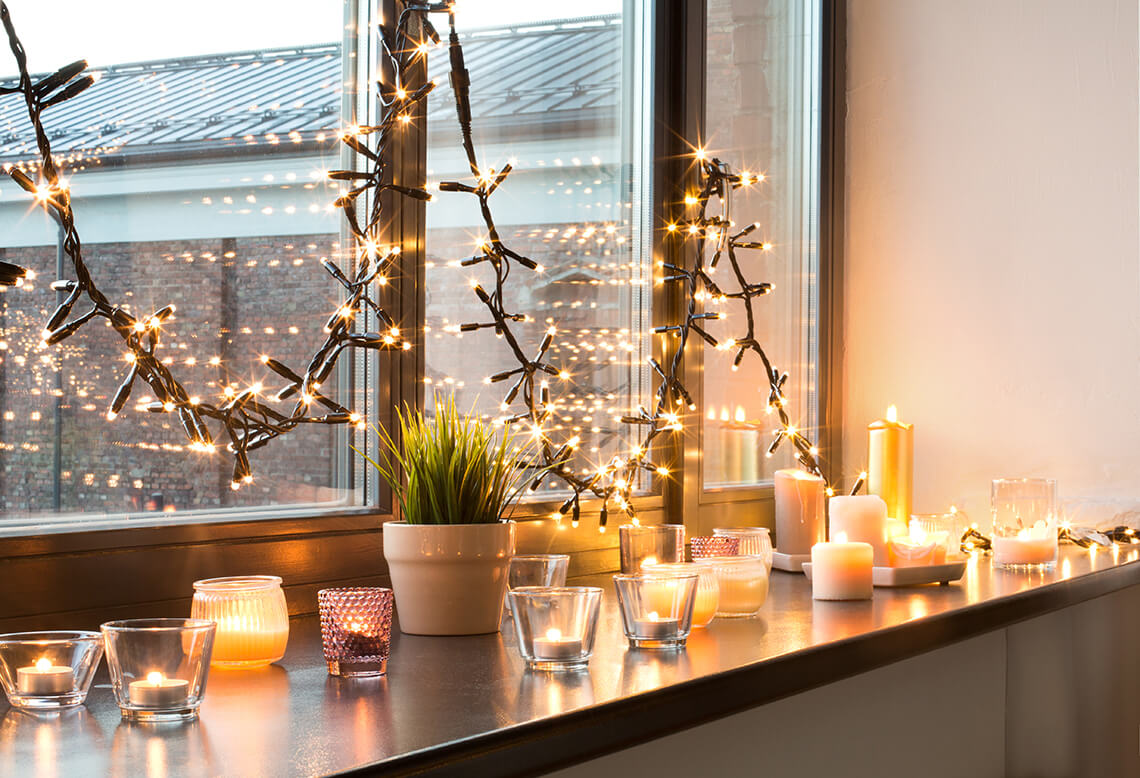 How to decorate a window with Christmas lights