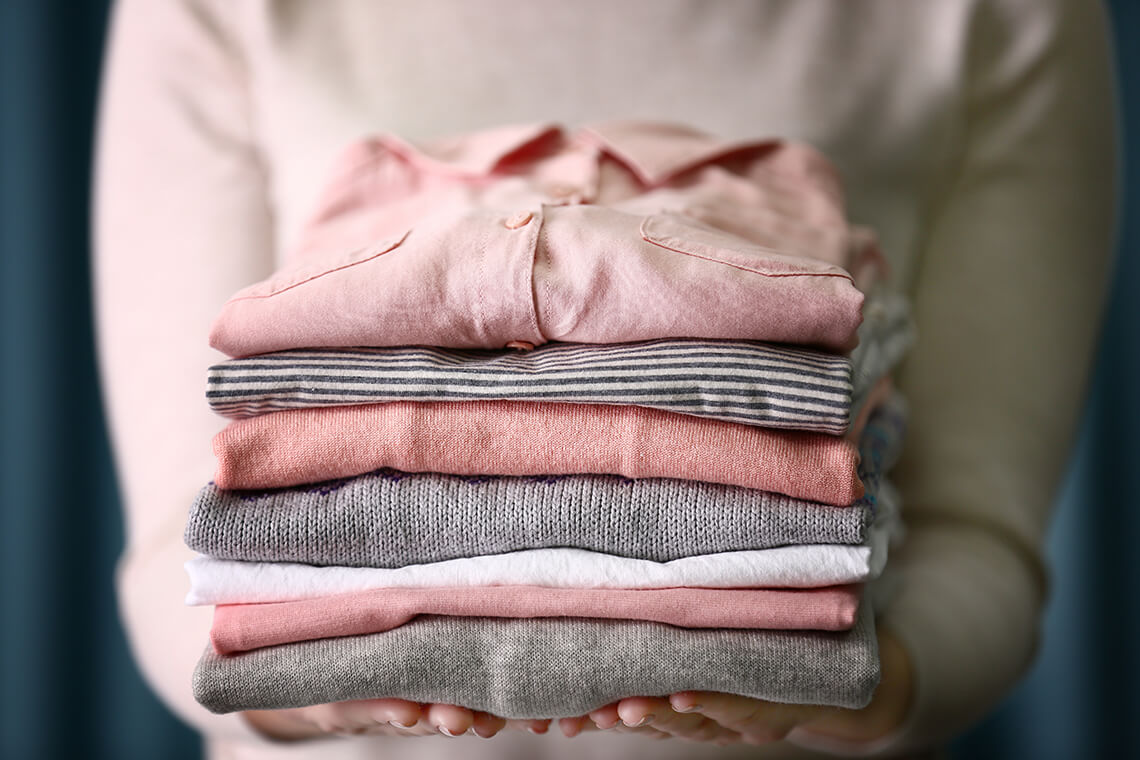 How to fold a shirt properly to put in a closet or in a suitcase