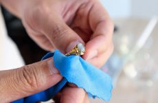 How to choose the right product for cleaning gold and gemstone jewelry