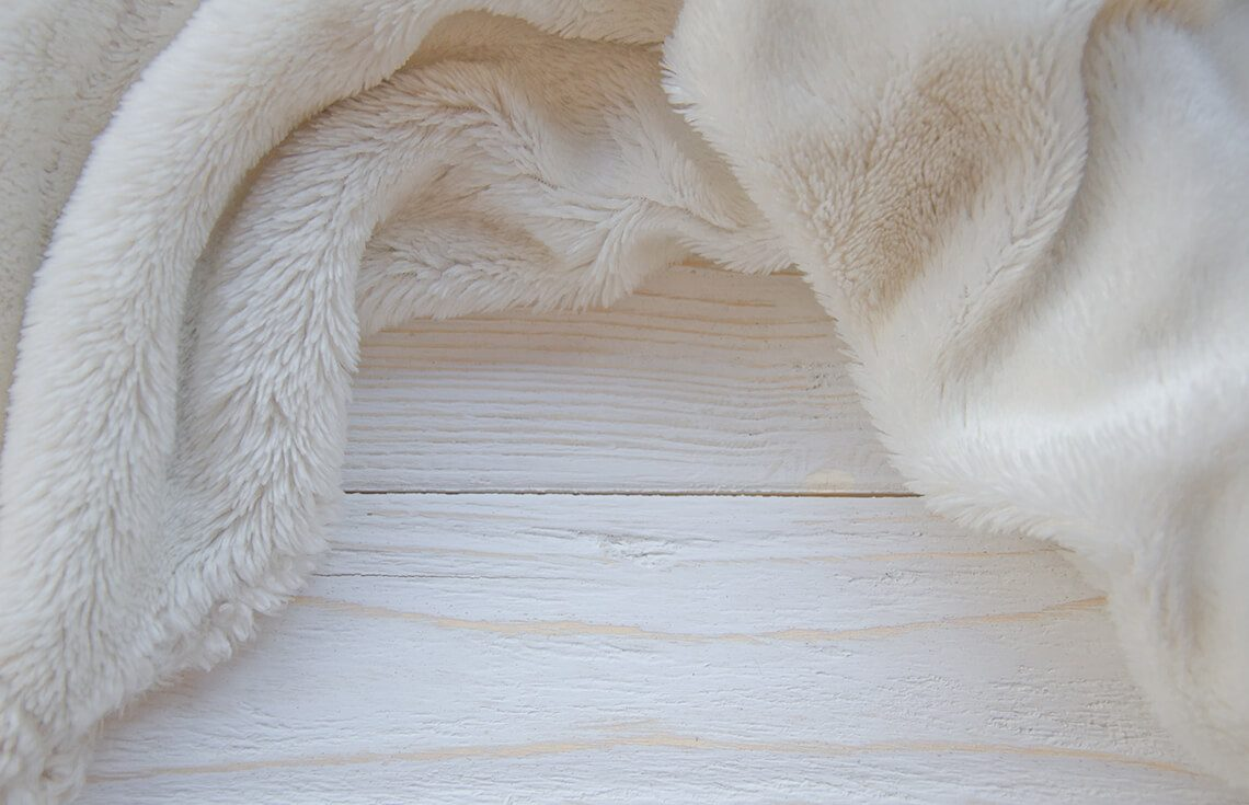 How to clean white fur from yellowness and dirt